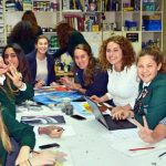 0616_Art class with foreign exchange students