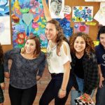 0716_Exchange students in an Art class-4